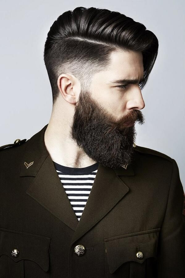 Corte de pelo con barba grande