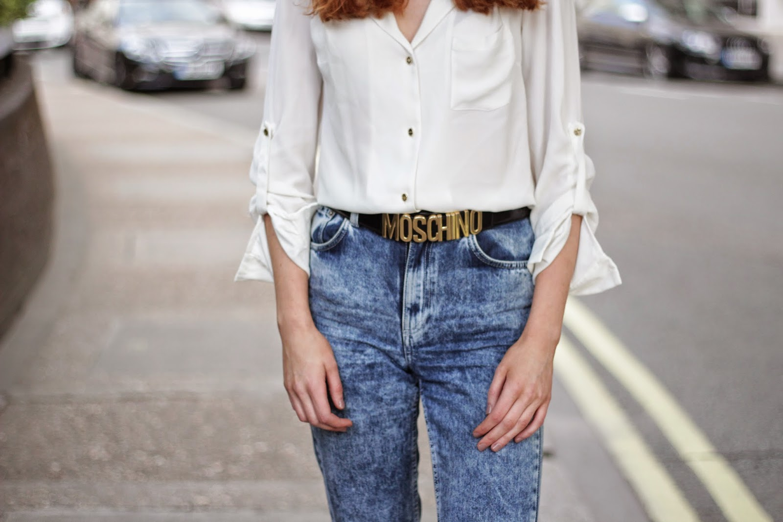 moschino belt, moschino, mum jeans, topshop jeans