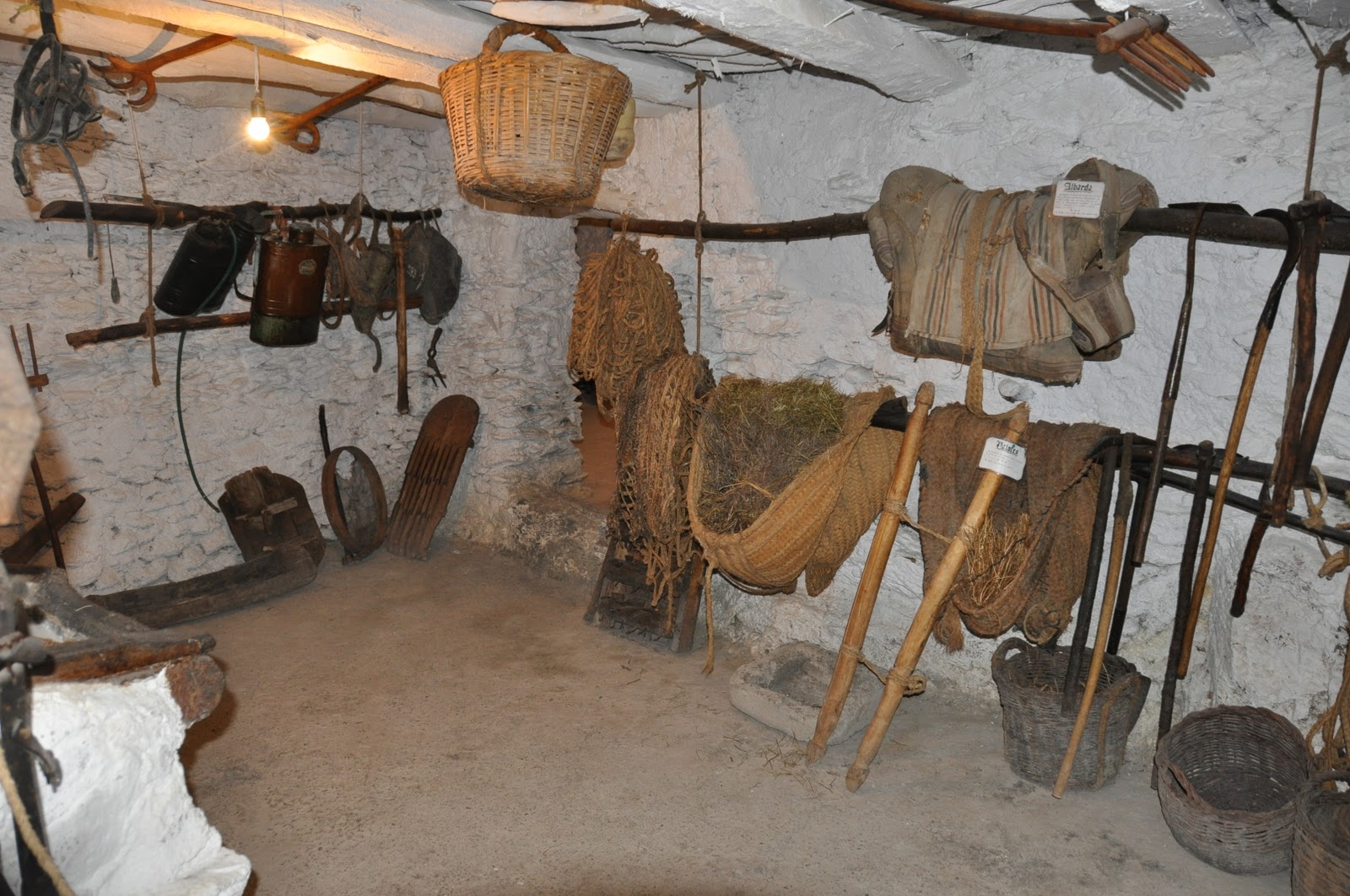 Casa museo alpujarre a en bubi n el lobo bobo un - Aperos agricolas antiguos ...