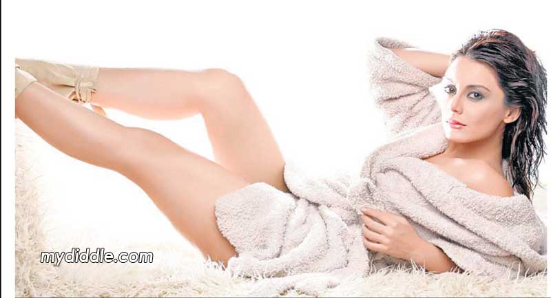 , Minissha Lamba Latest Hot Wallpaper In Bath Robe