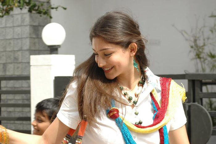 eppadi manasukkul vandhai actres tanvi vyas spicy actress pics