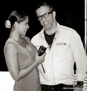 """Lissette Rondon y  Kenneth Cole en el lanzamiento del nuevo libro """"This is a Kenneth Cole Production"""" en Miami."""