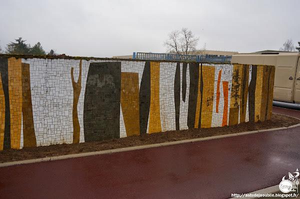 Meaux- Beauval - Mur mosaïque - Collège Camus  Verrier: François Bertrand, Atelier Boutzen  Création: 1971