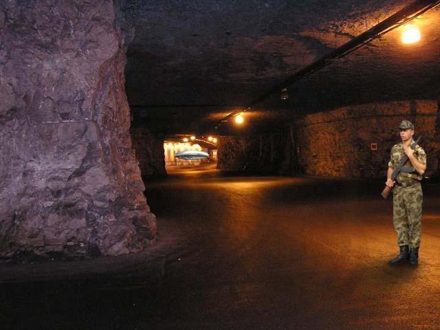 http://silentobserver68.blogspot.com/2012/11/gli-extraterrestri-proteggono-la-terra.html