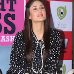 Kareena kapoor Super Sexy Thighs Show At Rujuta Diwekar's 'Women and The Weight Loss Tamasha' Book Launch