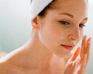 Does_PMS_Look_Like_On_Your_Skin - كيف تؤثر الدورة الشهرية على بشرتك