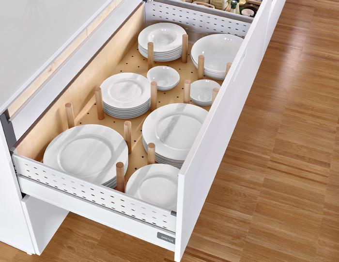 Complementos de madera para organizar los cajones de la for Interior de muebles de cocina