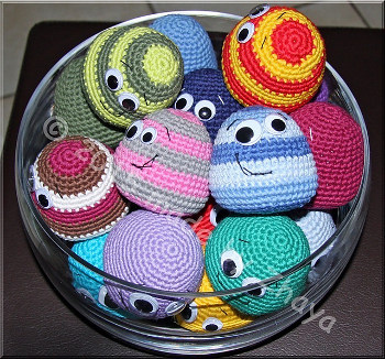 Crochet Amigurumi Ball Pattern : 2000 Free Amigurumi Patterns: Little friendly balls