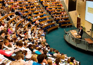 Big Lecture hall flled with students