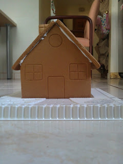 gingerbread house, undecorated, decorate, Christmas crafts, crafts for children, Christmas crafts for children