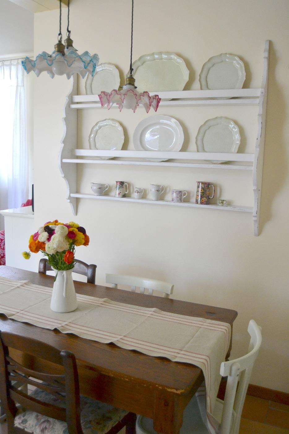 Cream life ranuncoli e attuale zona pranzo for Piattaia ikea