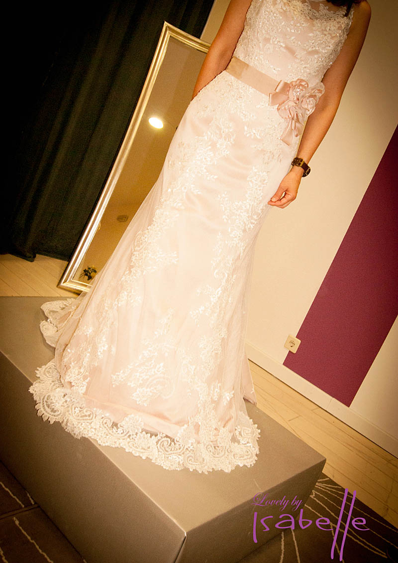 Vestida de novia en Lovely by Isabelle. Visita www.forarealwoman.com  #moda #fashion #blogger
