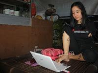 Kisah Luar Biasa Inspiratif dari Gadis Tanpa Tangan asal Yogyakarta