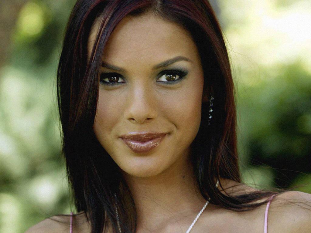 http://3.bp.blogspot.com/-kr2GrayP2m0/TYmsQyOkKrI/AAAAAAAALcU/hpcroDaIheI/s1600/American_Playboy_model_carmella-decesare-wallpapers%2B%25285%2529.JPG