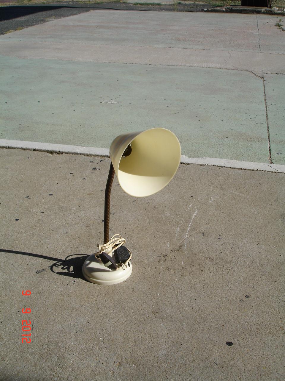 l atelier de jean claude petite lampe de bureau. Black Bedroom Furniture Sets. Home Design Ideas