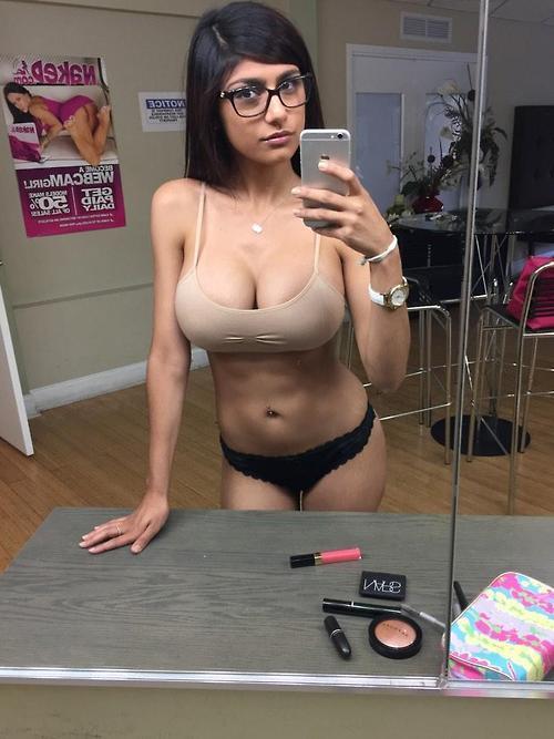 Porn Star Mia Khalifa indianudesi.com
