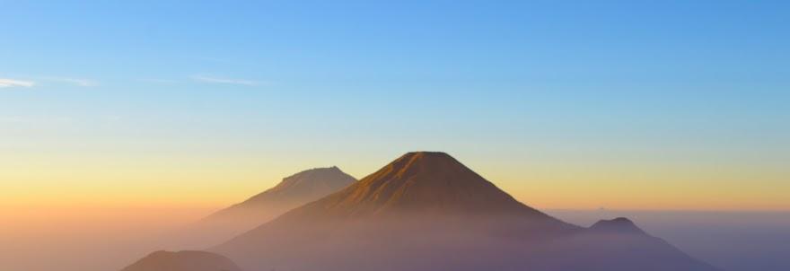 Golden Sunsrise di Gunung Prau, Wonosobo, Jawa Tengah