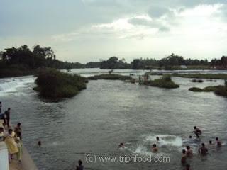 http://www.tripnfood.com/2011/01/balmuri-falls-mysore-karnataka-india.html