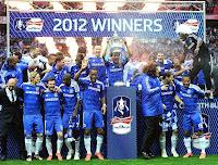 Chelsea segura o Bayern, vira nos pênaltis e leva Champions pela 1ª vez