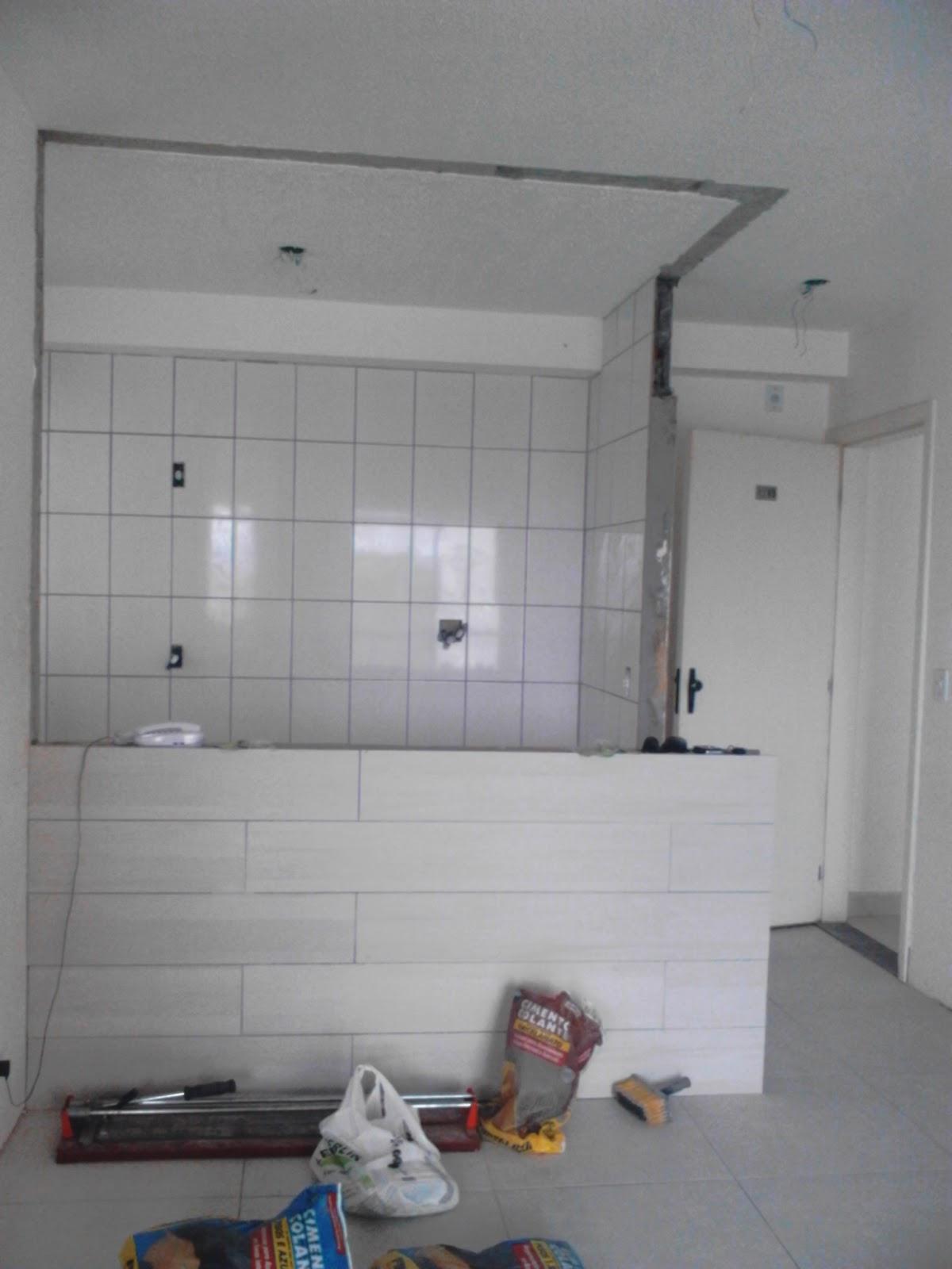 Essa é a parede da cozinha que abri para fazer uma cozinha estilo  #2D4666 1200x1600 Banheiro Com Ladrilho Azul