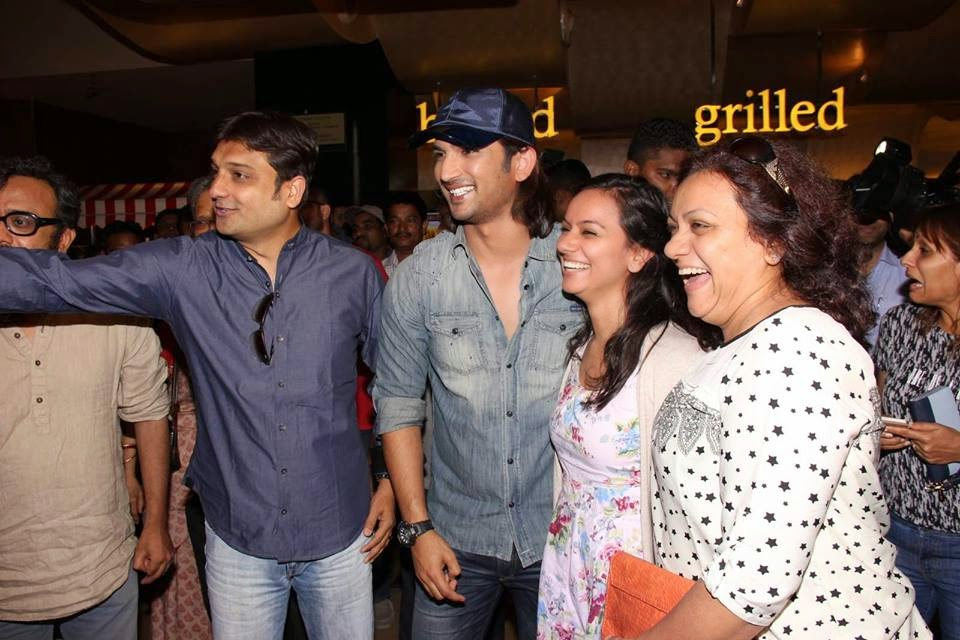 Sushant Singh Meets their fans at Detective Byomkesh Bakshy Screening