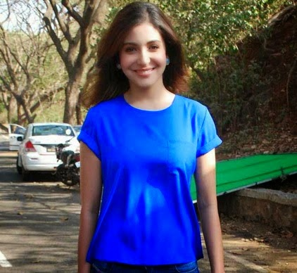 Anushka Sharma Rare Photos In Blue Jeans