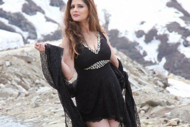 Shrishti-Sharma-Monsoon-Hindi-Movie-Hot-