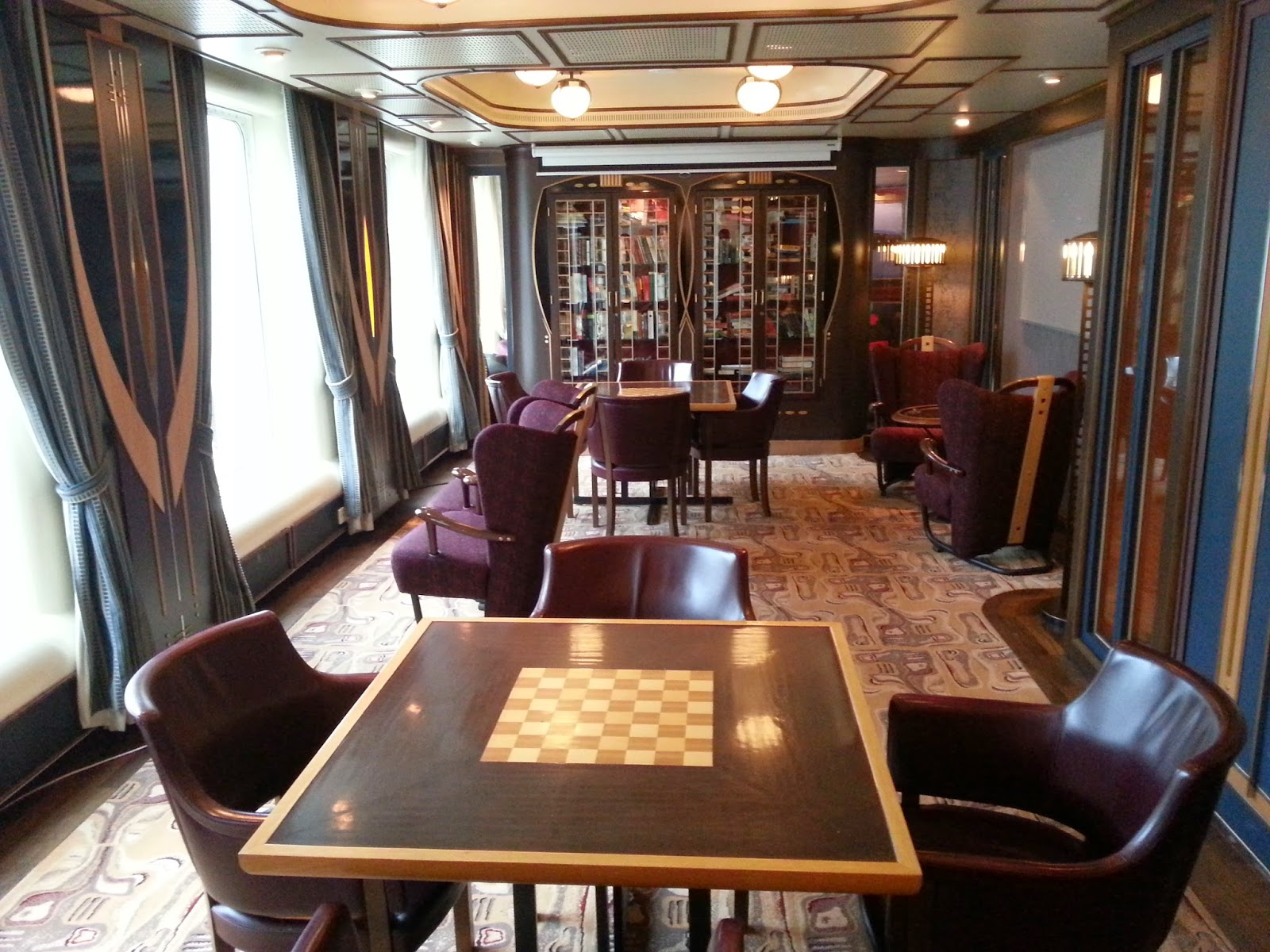 Hurtigruten MS Finnmarken - Finstuen Club Room and Library