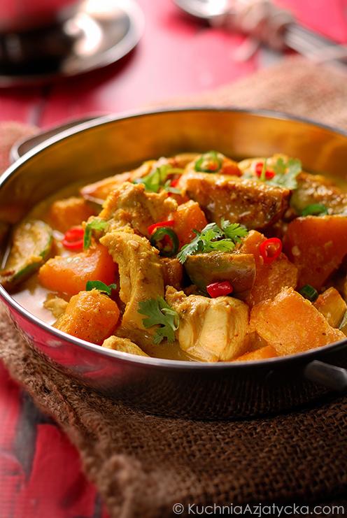 Kokosowe curry z kurczakiem, dynią i oberżynami © KuchniaAzjatycka.com