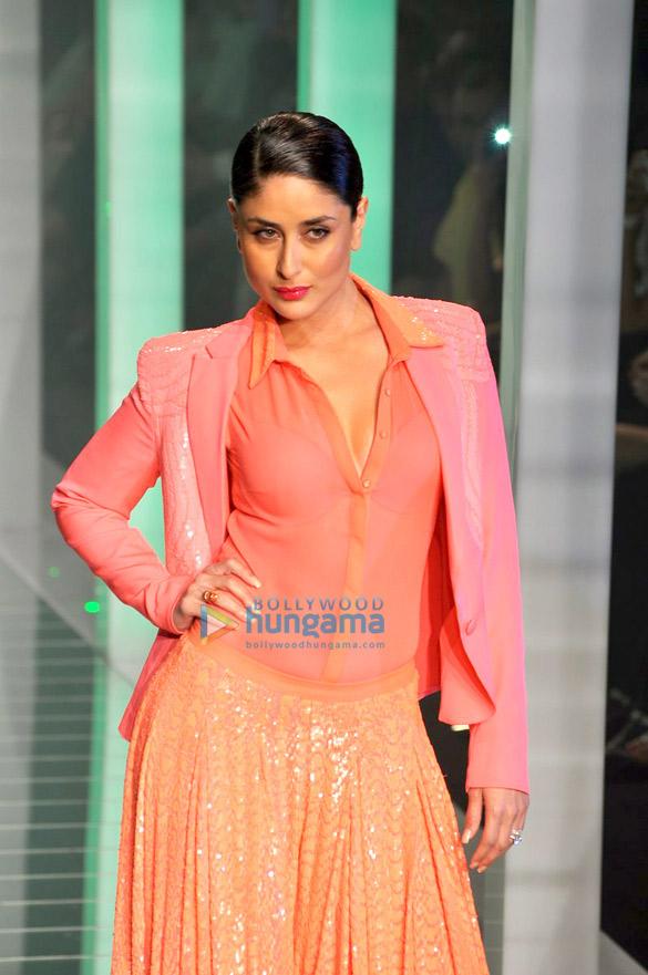 http://3.bp.blogspot.com/-kuPqSU4QfPk/UVLuDrVRHRI/AAAAAAABX14/oXV_tGGU5i8/s1600/kareena-pink-dress-lfw+(6).jpg