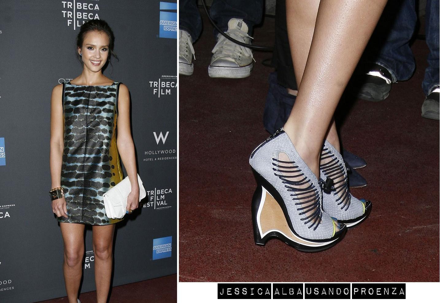 http://3.bp.blogspot.com/-kucTeMuCYaU/TdEfj8EtAYI/AAAAAAAAB_I/NY3v4dQugqM/s1600/proenza-alba-jessica-anabela-tiras-cinza-claro-grey-sapato-multicolorido-nova-york-colors-shoes-diferentes-modernos-famosas-celebridades-moda-fashion-lindos-chamativos.jpg