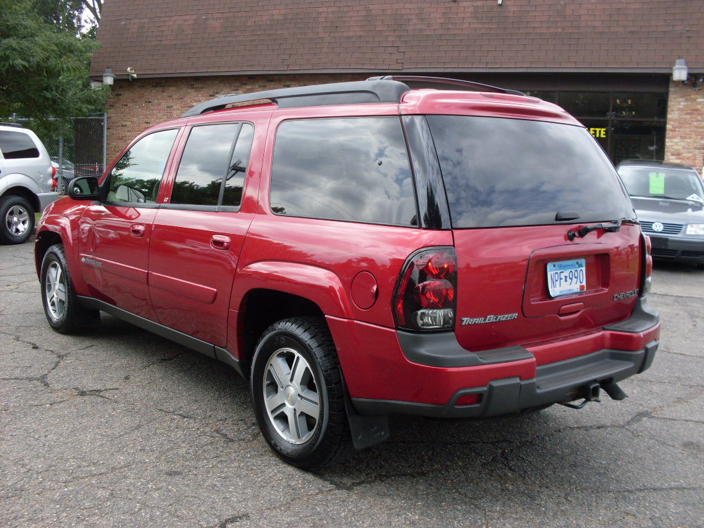 Ride Auto 2004 Chevrolet Trailblazer Red