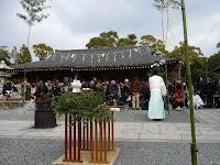 城南宮で一年の無事を祈願する恒例の「湯立神楽」が執り行なわれた。