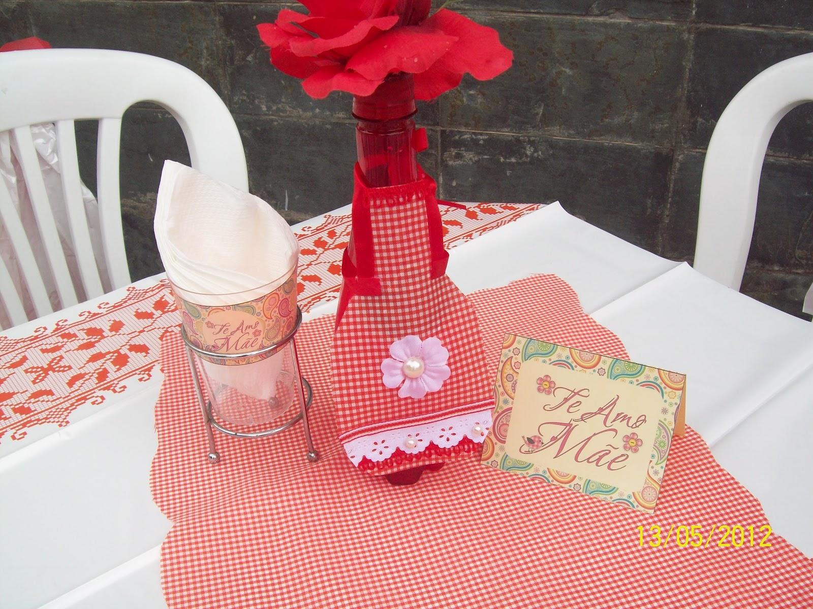 Enfeite de mesa de garrafinha de água e avental. Plaquinha de mesa do  #AC1F2E 1600x1200