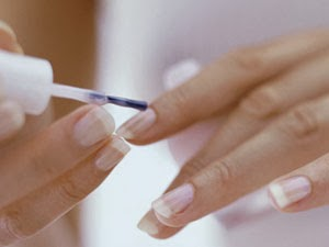 painting-french-manicure