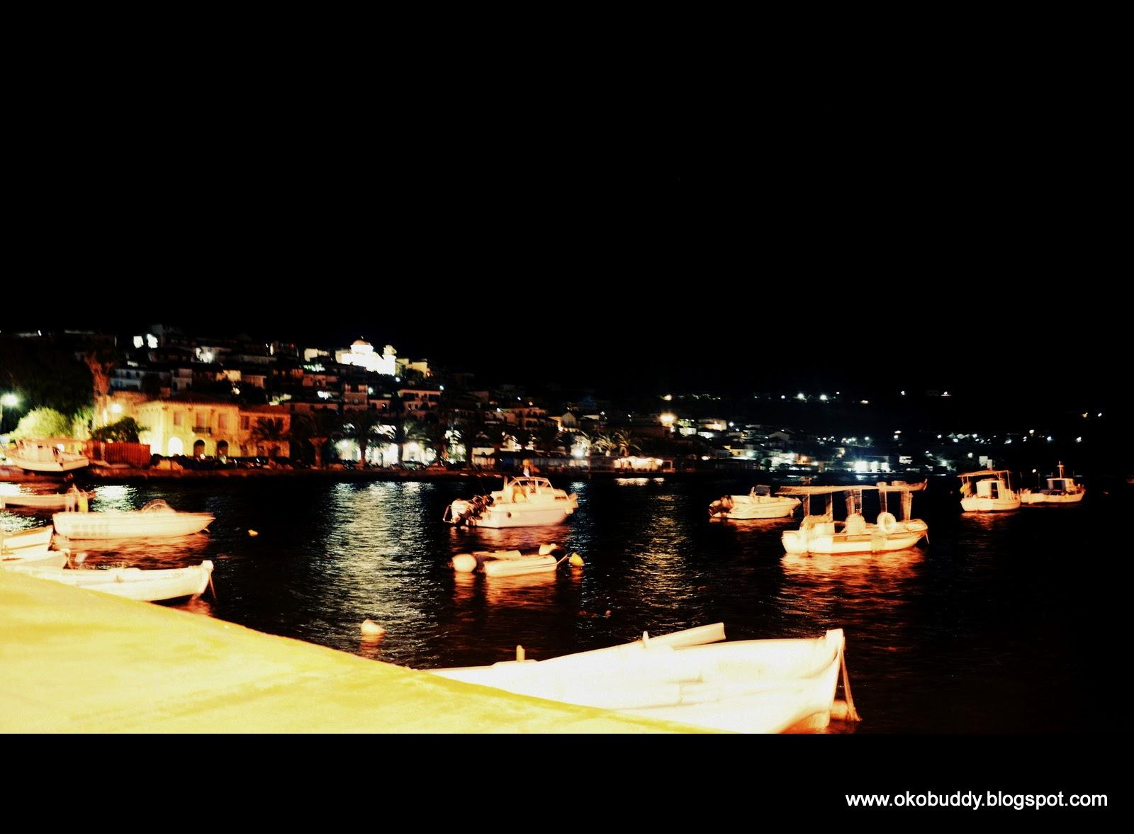 Porcik w Koroni nocą. Grecja