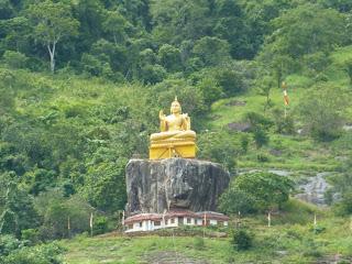 Temple d'Aluvihara Bouddha doré