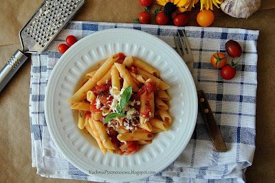 355. Idealny w swej prostocie makaron z sosem pomidorowym