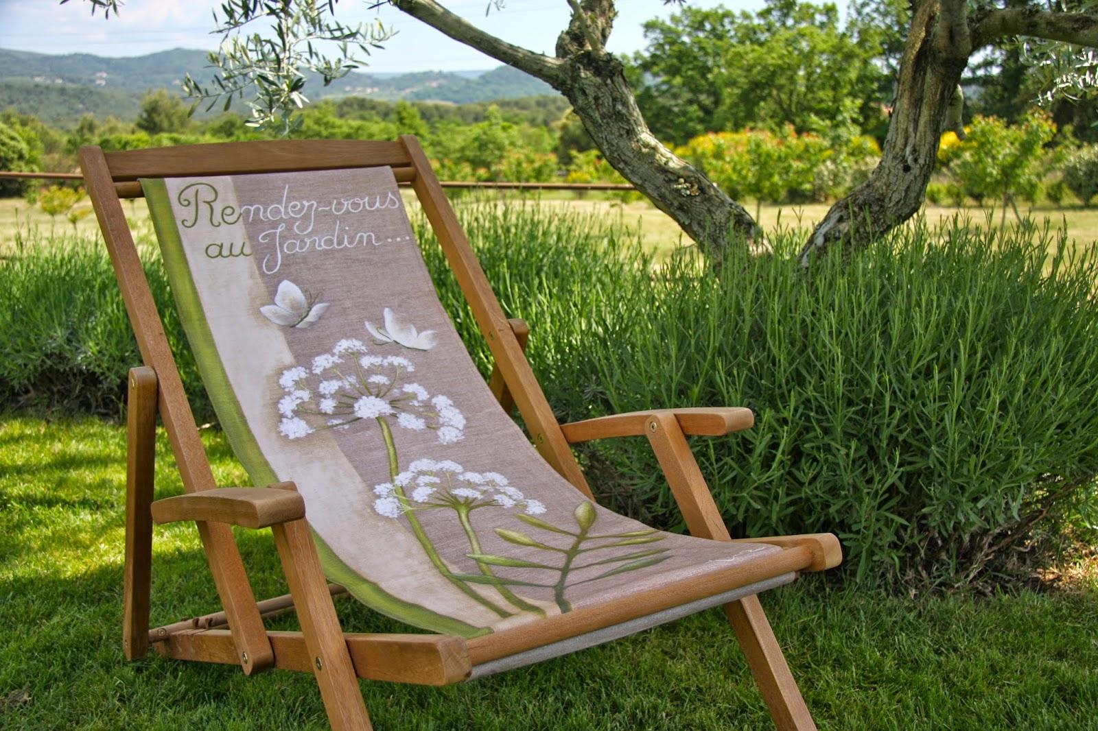 Lilas des bois la douceur du printemps s 39 installe en ce for Chaise longue en bois et toile
