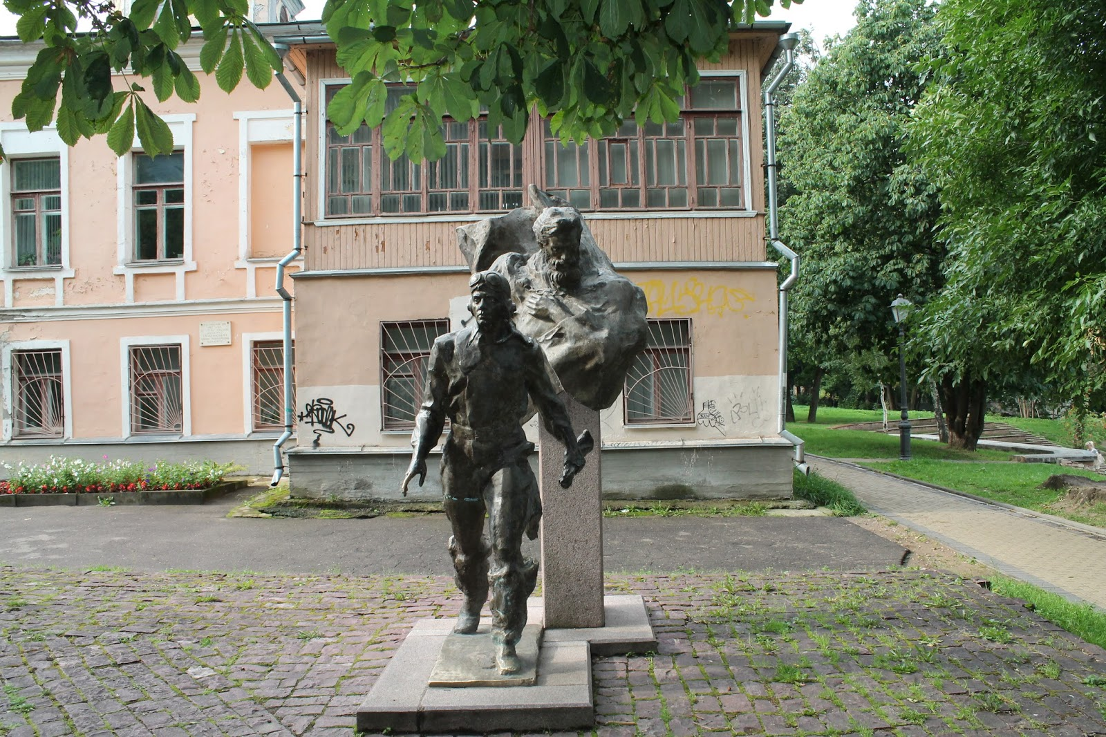 Памятник с сердцем Великие Луки памятник с сердцем Тюмень
