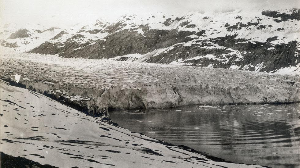 Reid Glacier (1899) - Photos of Alaska Then And Now. Get Ready to Be Shocked When You See What it Looks Like Now.
