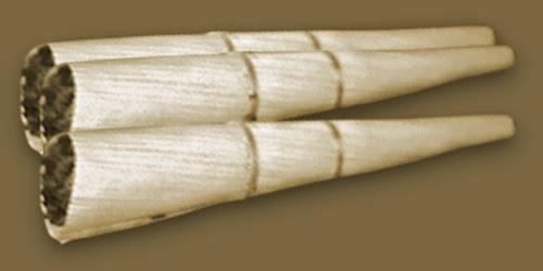 Rokok ini dibungkus dengan daun jagung kering atau dalam bahasa jawa disebut klobot
