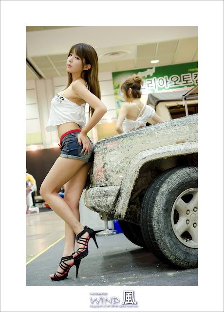 2 Heo Yoon Mi at Korea Autocamping Show 2012-very cute asian girl-girlcute4u.blogspot.com