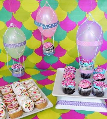 mesa dulce decorada con globos