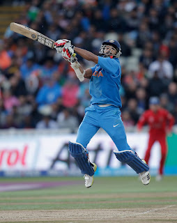 Shikhar-Dhawan-uppercut-India-vs-England-Champions-Trophy-2013