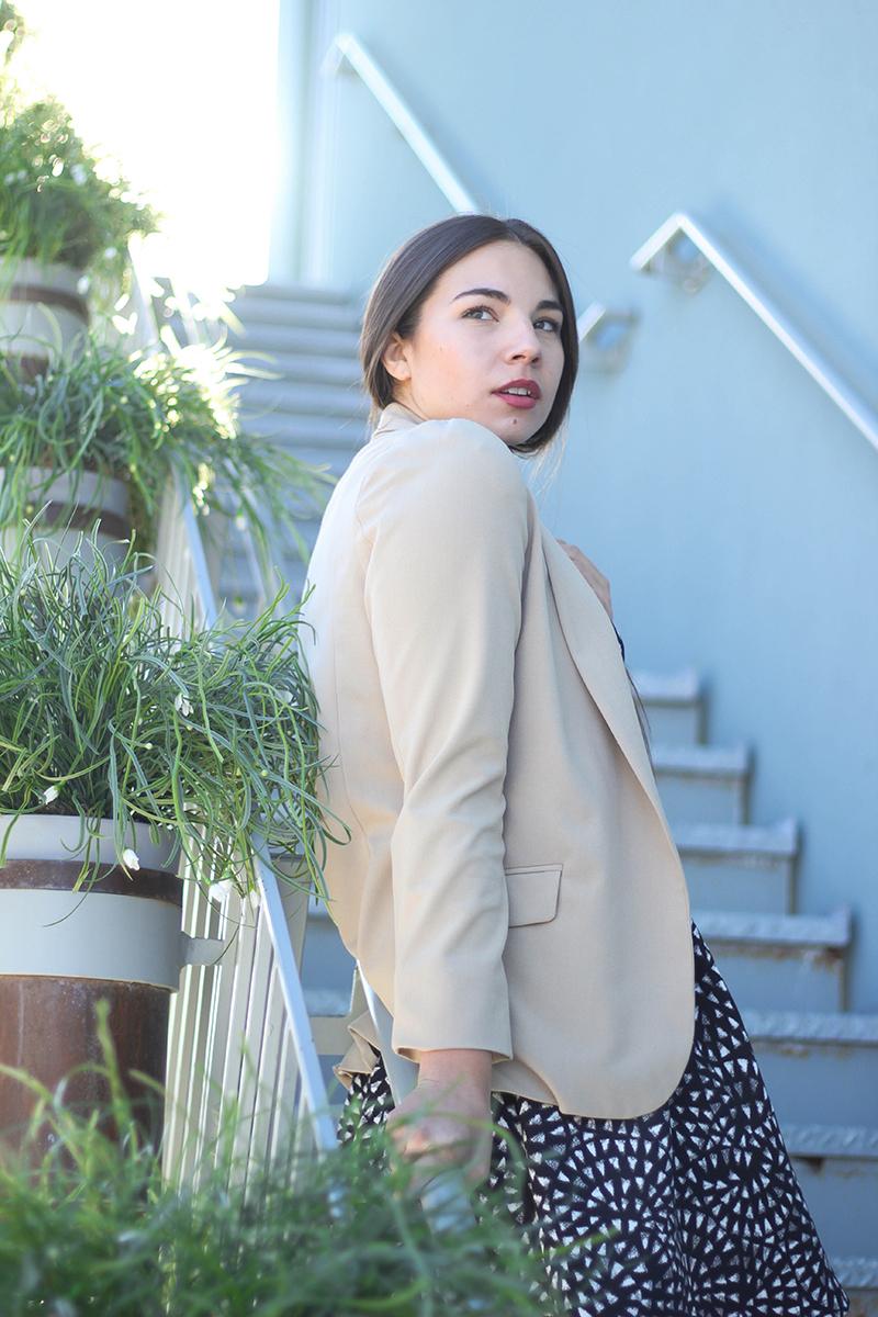 beige blazer outfit