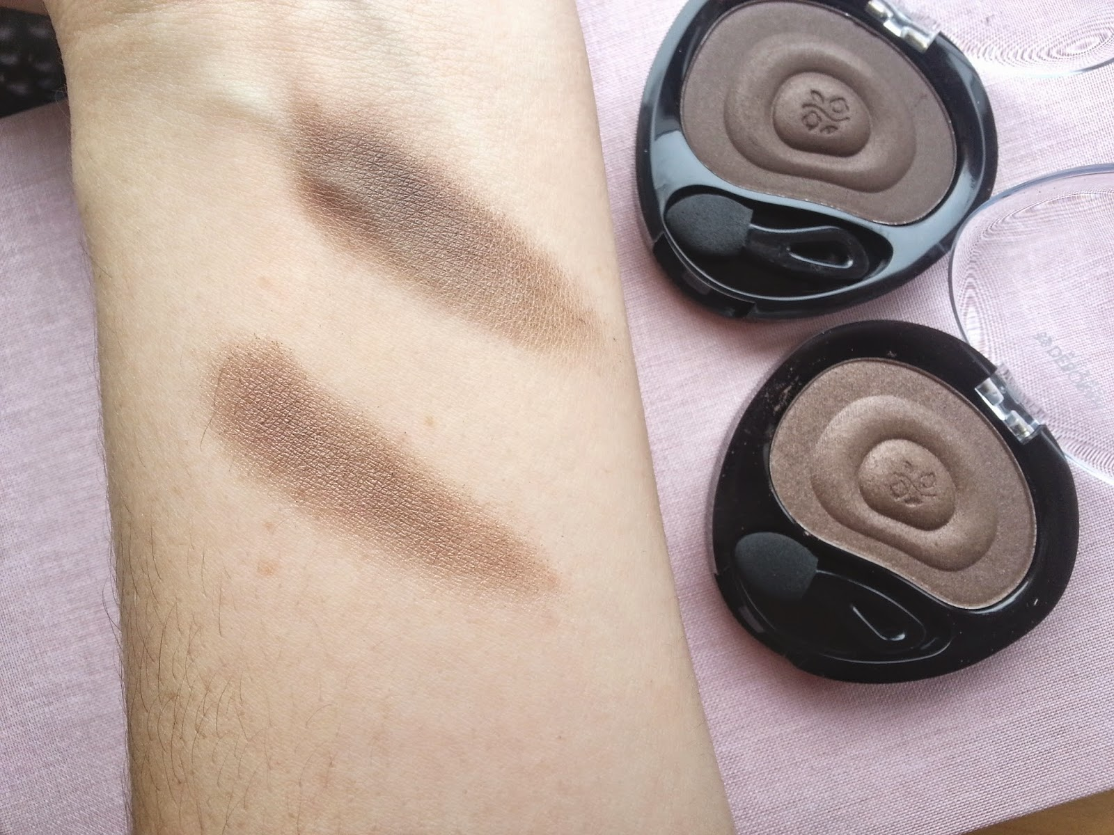 Deborah Milano 24 Ore Velvet Eyeshadow Swatch Review