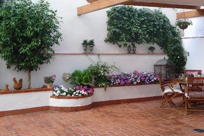 Una terraza convertida en jard n guia de jardin aprende - Tipos de jardineras ...