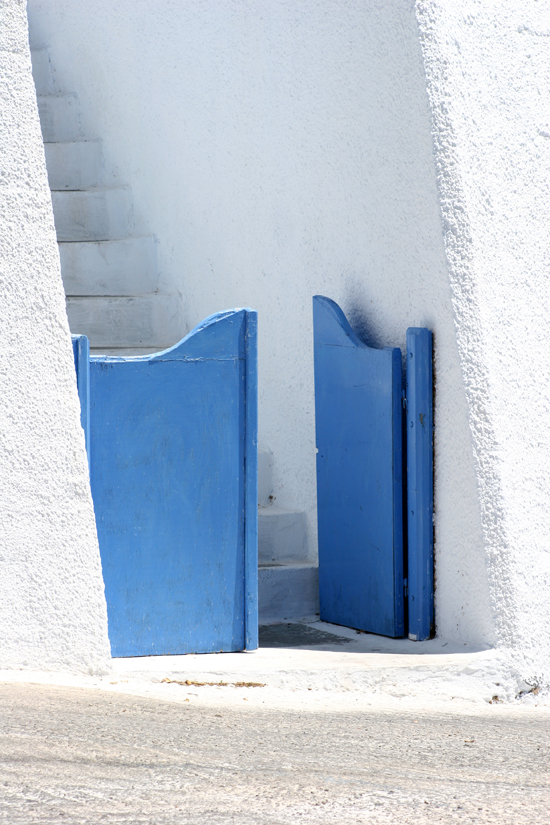 Small blue door in Santorini via Med Villas #Santorini #blue #Greece