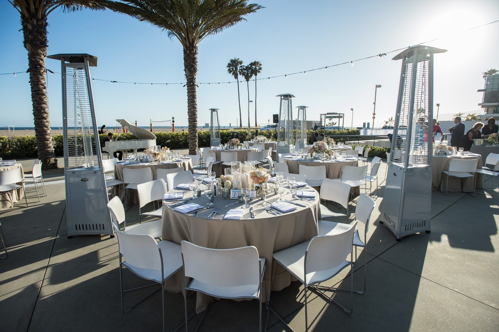 annenberg-house-beach-wedding-florist